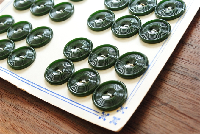 1950-60年代頃 ベルギー買い付け ヴィンテージボタンシート 48個 直径1.7cm ディープグリーン 深緑 アンティーク